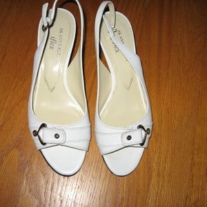 Anne Klein White Leather size 7M Leather Peep Toe